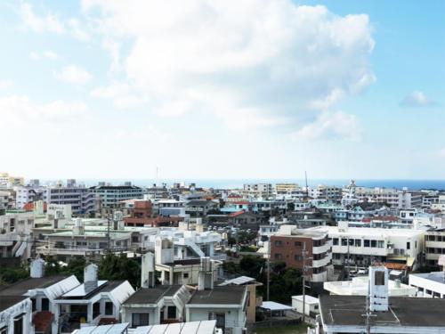 街、緑、青々とした海の景色がまるっと独り占め出来てしまいます!