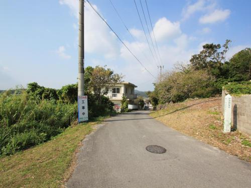 場所は細い路地をクネクネした登り坂を上がったその先。