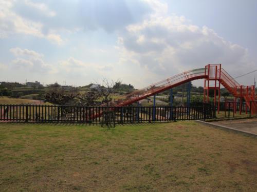 緑いっぱいの伊波公園で子育て世代も住みやすい環境です。