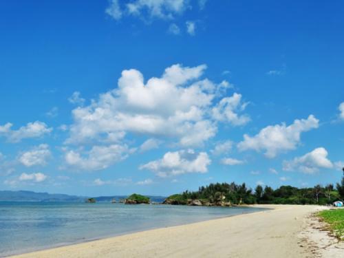 朝起きて浜辺をお散歩なんてのもいいですね。