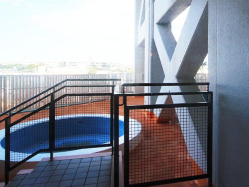 ホテル敷地内にはプールもございます。