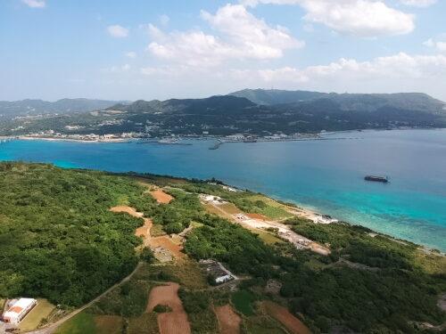 瀬底島の高台に位置するオーシャンビュー